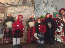 WhiteMtHotel-HolidayDecor-carollers