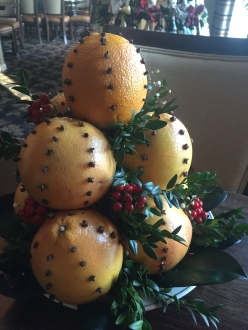 WhiteMtHotel-holidayDecor-clovefruit